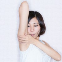 smell-armpit002-eye
